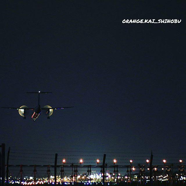 Instagram【orange.kai_shinobu】さんの写真をピンしています。 《やっぱ、夜は難しいですね~f(^^; #福岡空港#福岡空港部 #夜景#ig_airplane_club #福岡#飛行機》