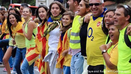 """Jordi Pujol: """"El referéndum es el único camino"""" - DW.DE, 22.05.2014. """"En Cataluña las manifestaciones no rompen ni un cristal. Todo esto tiene que hacerse pacíficamente y escrupulosamente democráticamente. Además procurando mantenerse en Europa y España, que no es un país cualquiera para Cataluña; hemos estado juntos y tenido relación durante siglos. Por lo tanto,esto tenemos que hacerlo bien."""""""