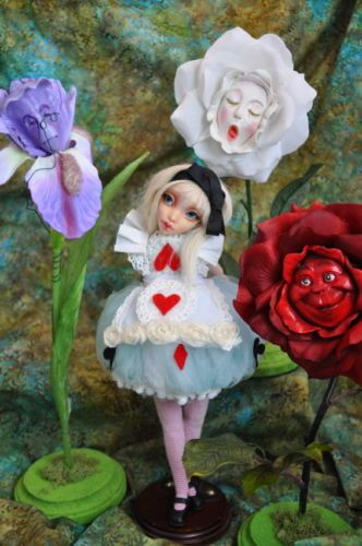 "ALICE IN WONDERLAND RESIN TALKING FLOWERS /""MADAME IRIS/"" BY SUTHERLAND"