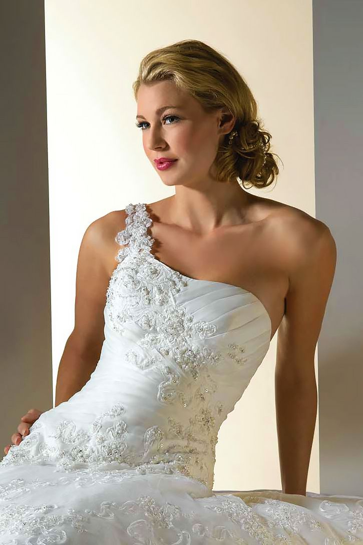 15 Perfect binations Wedding Hairstyles And Bridal Dresses