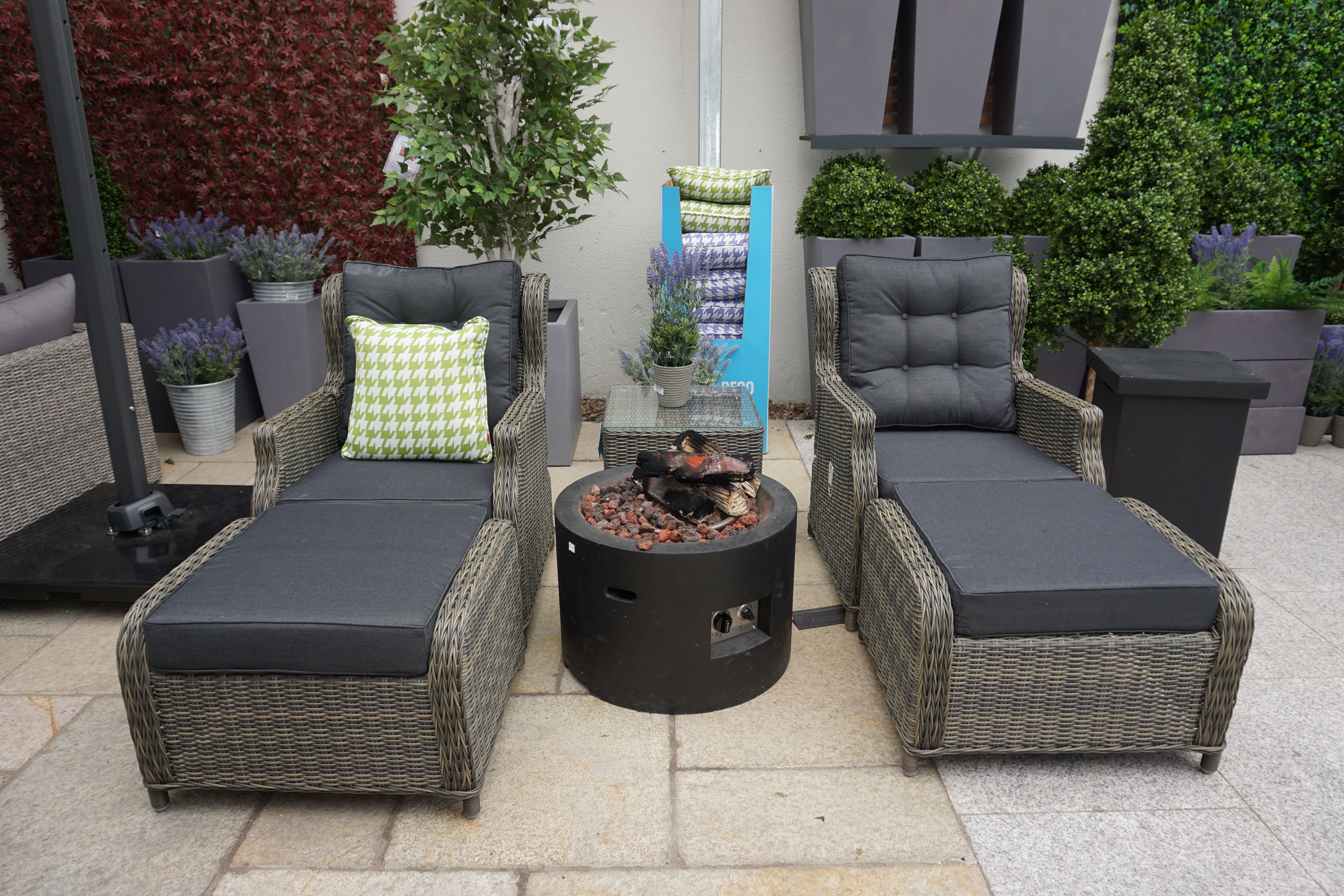 Lounge in Style with the Toscanne Lounger Set in 9  Garden