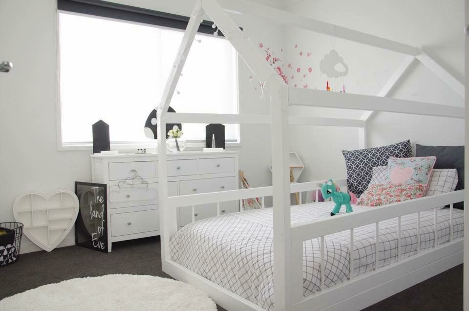Pin de belinda hocroft en house beds pinterest for Cuartos para ninas montessori