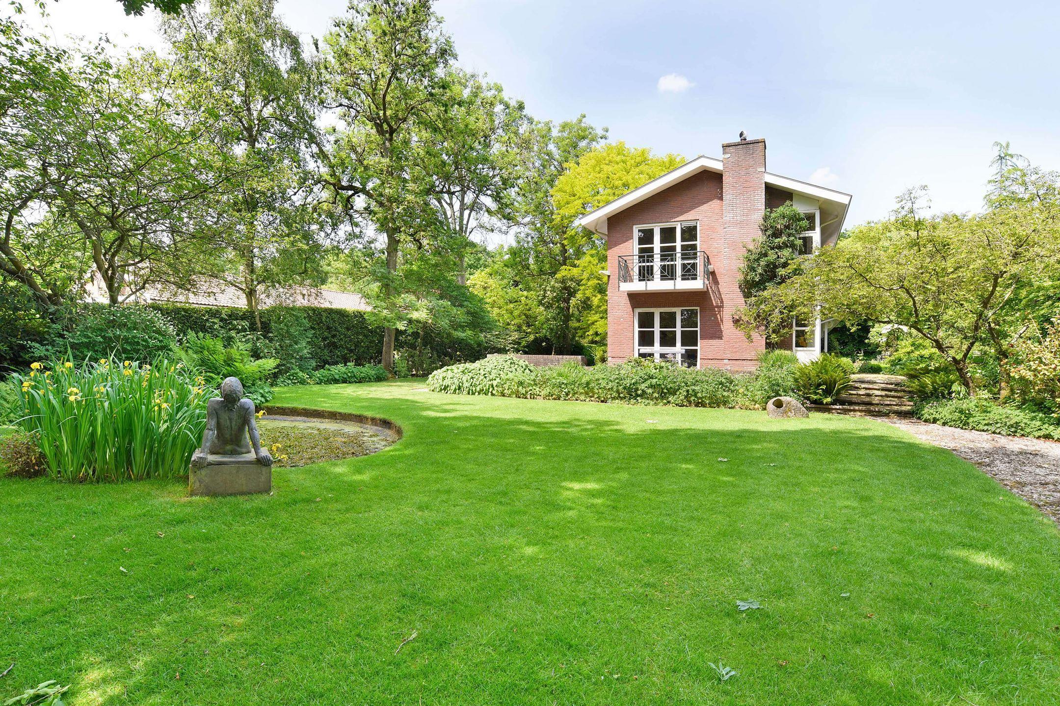 Exclusieve bosrijke villatuin statige villa met