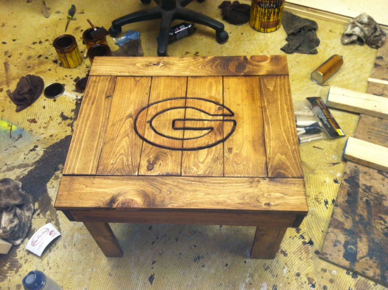 Green Bay Packers Side Table With Images Green Bay Packers Crafts Wood Projects Green Bay Packers