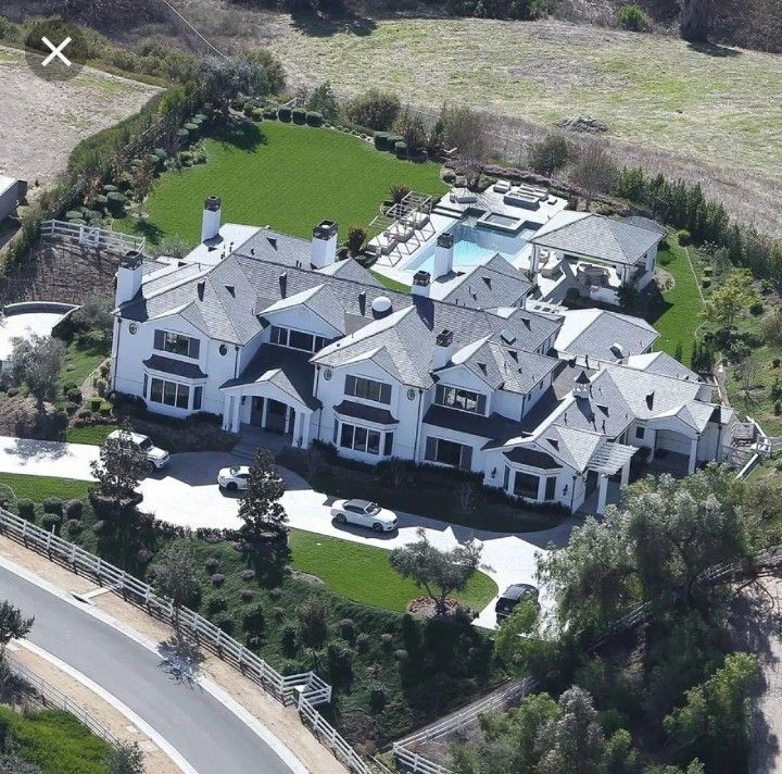 Kylie Jenner hidden hills mansion | Kylie jenner house, Jenner ...