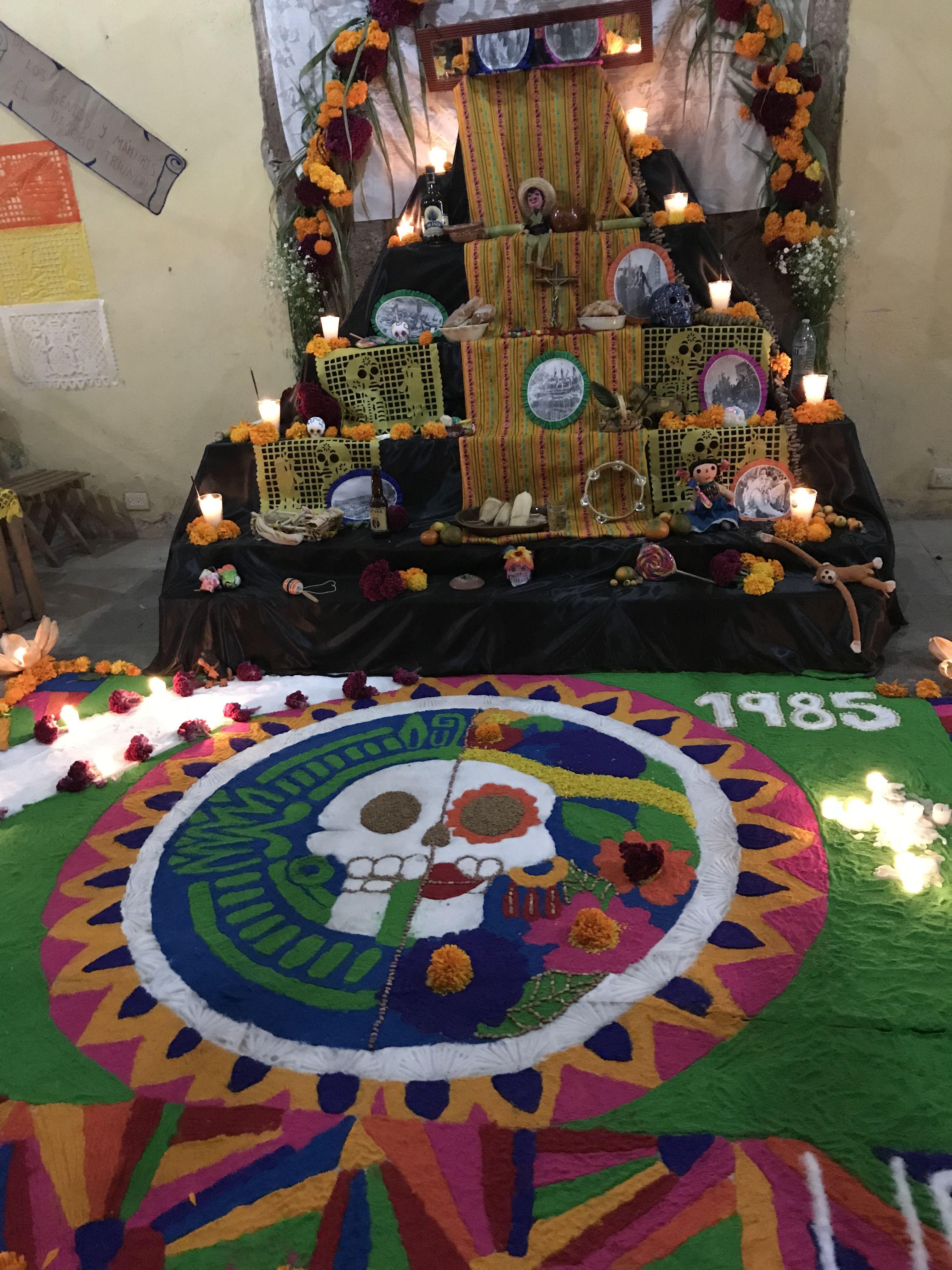 dia de los muertos altar Altar Pinterest