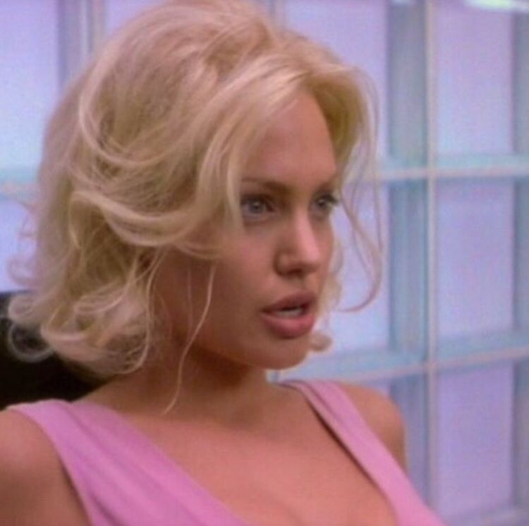 Pin By On نجوم In 2020 Angelina Jolie 90s Angelina Jolie Pink Hair