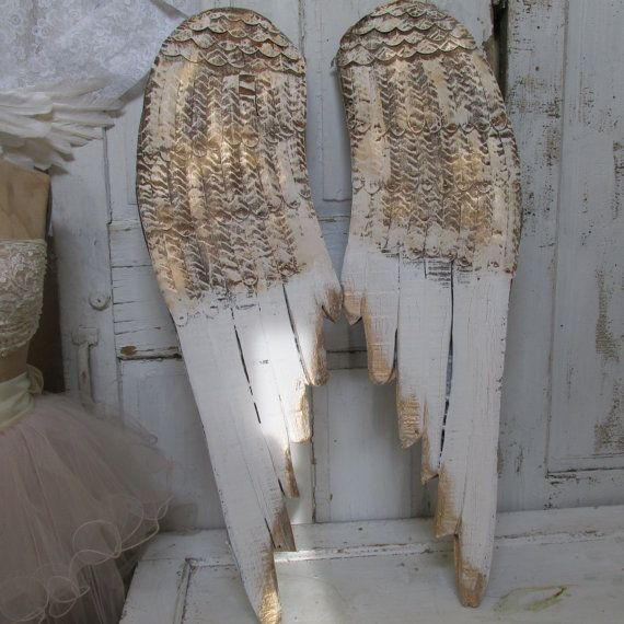 Gold wings wall decor