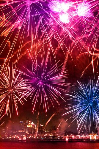 New Year S Eve Fireworks In Philadelphia New Years Eve Fireworks 4th Of July Fireworks Fireworks