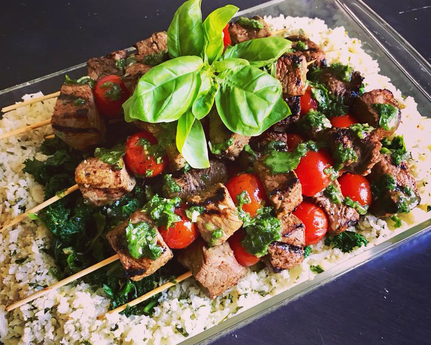 Herbgrilled steak skewers with cauliflower rice & lemony