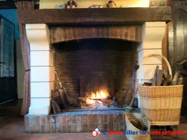 Belle chaumière normande typique d'environ 120m2 comprenant salle salon ouvert, belle cheminée, 3 chambres, sur terrain paysagé arboré de 2200 m2 + studio indépendant en style normand + possibilité d'acquérir un terrain attenant de 1100 m2.http://www.partenaire-europeen.fr/Annonces-Immobilieres/France/Haute-Normandie/Eure/Vente-Maison-Villa-LE-BOSC-ROGER-EN-ROUMOIS-816798 #maison #cheminee