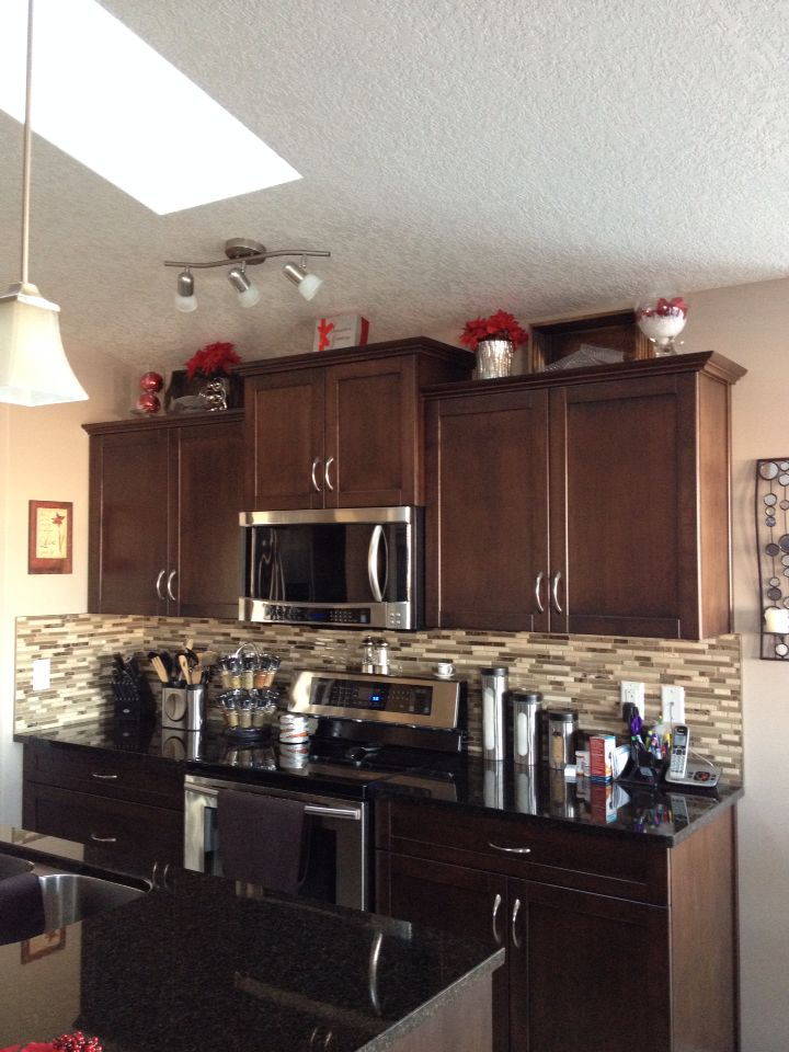 Christmas decor for above kitchen cabinets | Above cabinet ...
