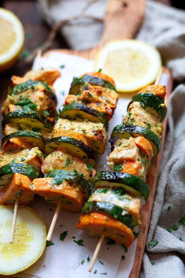 Werbung. Gegrillte Lachs-Süßkartoffel-Spieße. Dieses einfache Grill-Rezept mit Gemüse ist saftig, gesund und schnell gemacht! TK.de #grillen #bbq #lachs #süßkartoffel #seafoodstew