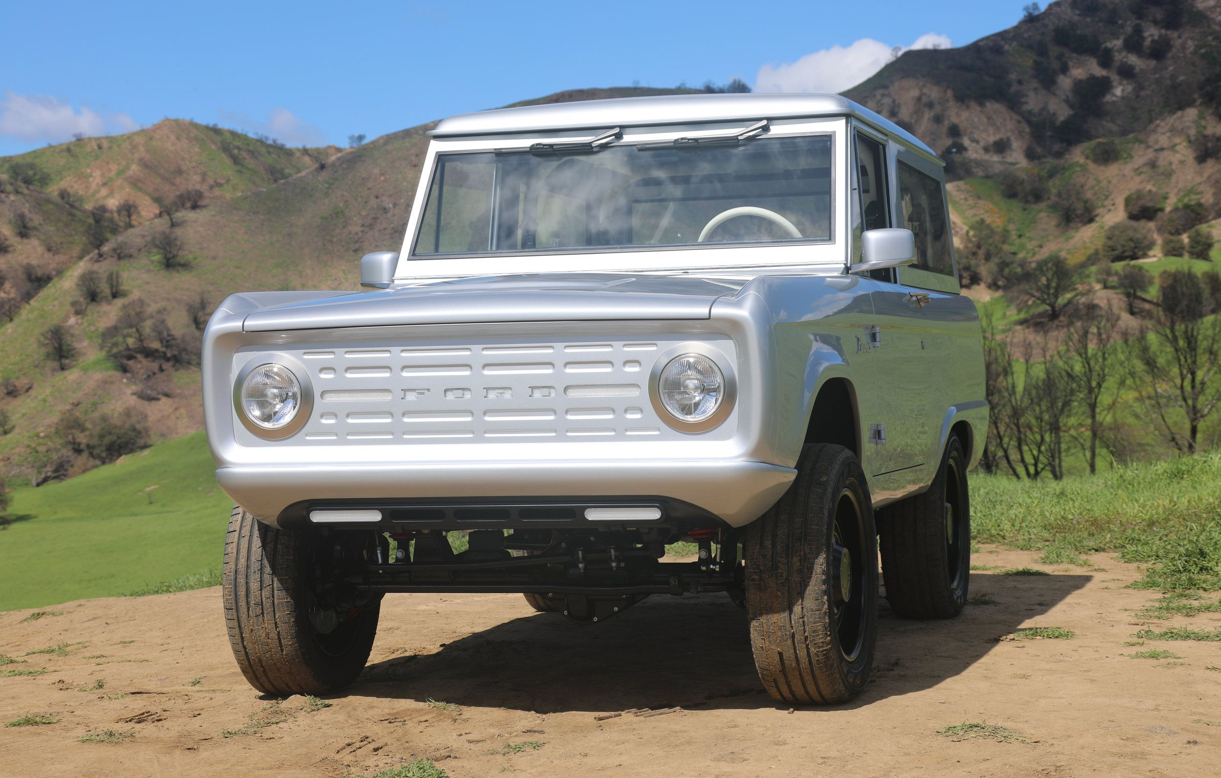 The World S First All Electric Ford Bronco Looks Straight Out Of The Future Life Videos Ford Bronco Classic Ford Broncos Bronco