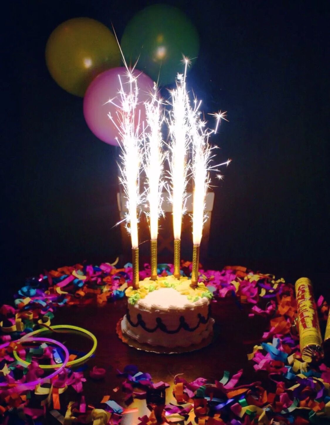1 pack of 4 Birthday Candles (Sparklers) Birthday cake