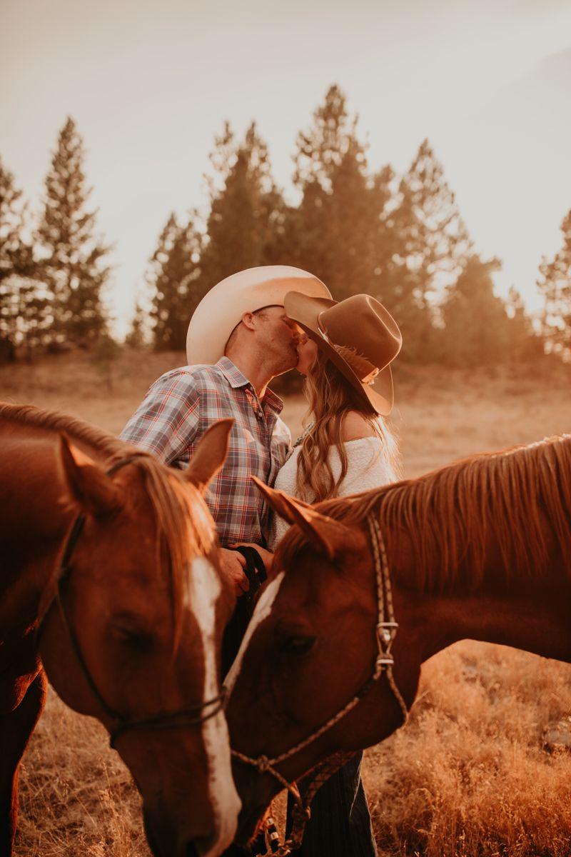 Western couple engagement photos by @alexandraraephoto