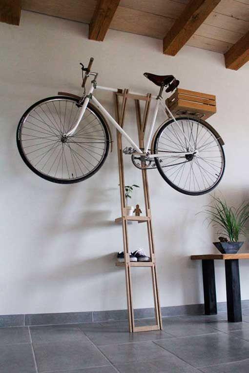Soportes de pared para colgar bicicletas a modo de for Como guardar la bici en un piso