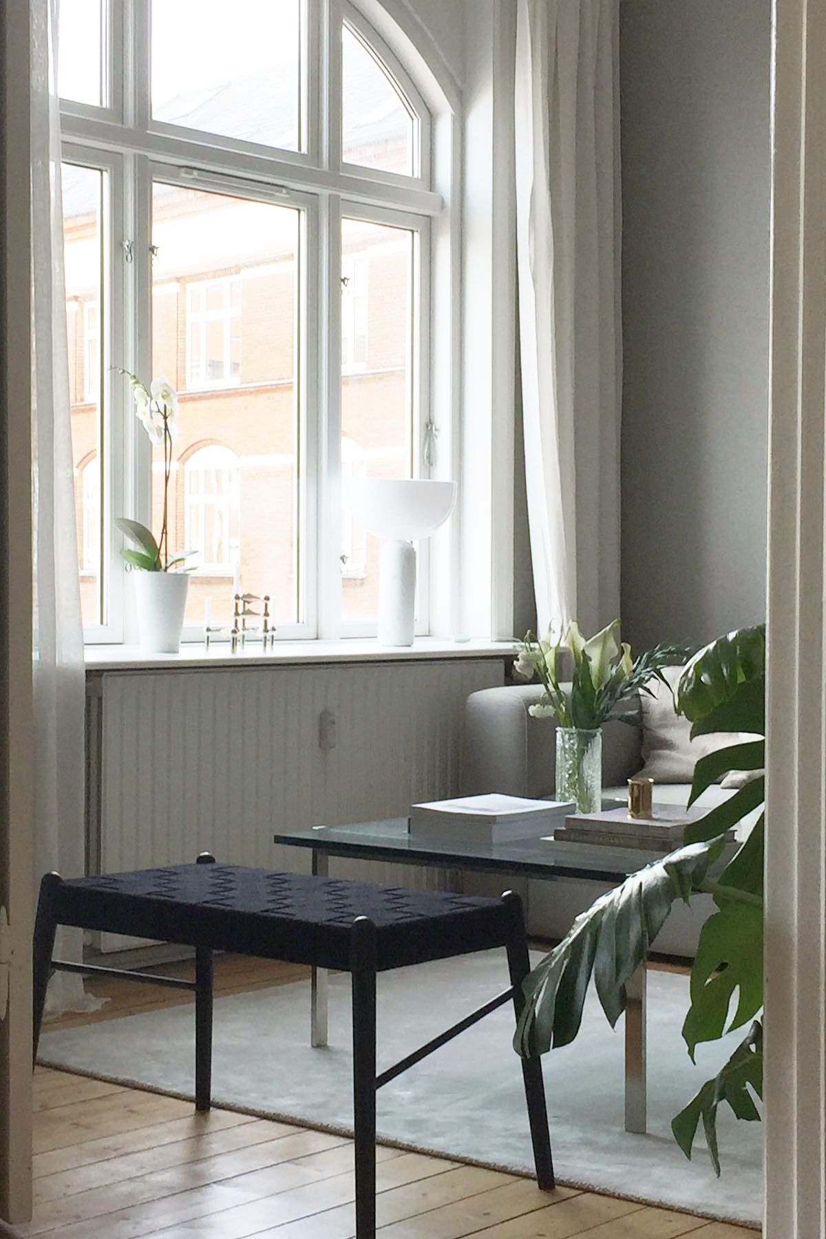 UMI bænken er et fantastisk møbel! Den fås i flere farver og størrelser, og så er den lavet af bæredygtige materialer 🌿  Gratis fragt, 1-3 dages levering og gratis returnering.  📷 @helenehoue.    #bæredygtigt #mithjem #bæredygtigtdesign #sustainabledesign #boligindretning #skandinaviskdesign #nordiskdesign #indretning #livingroom #indretningsinspiration #nordiskstil #sustainablefurniture #bolig #sustainable #umibænk #boliginspiration #makenordic  #bænk #minstue #skandinaviskehjem