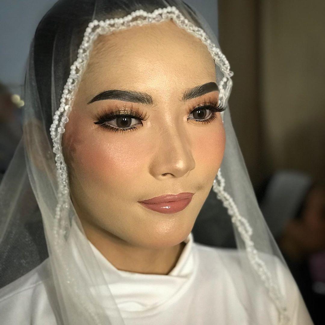 Pengantin 3 Agustus 2020 Mangkubumi Makeup Wiwieshaka Hijab Septianiiseny Attire Wiwieshaka In 2020 Wedding Makeup Traditional Wedding Natural Makeup