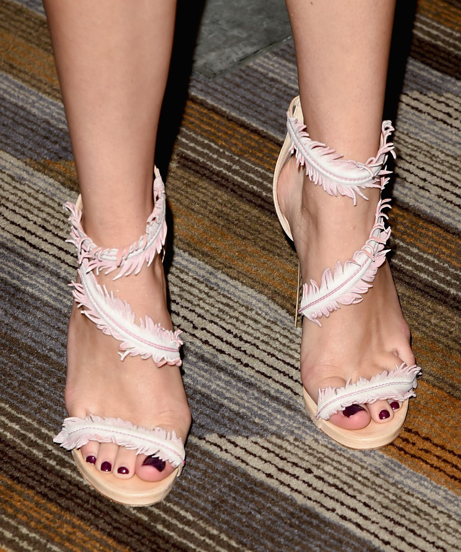 Bella Thorne Feet | WOW! This feet blow my mind it so good