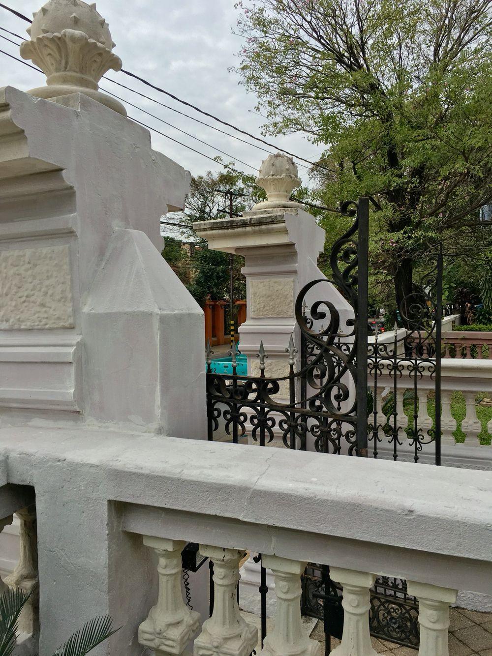 Detalle del portón del Vice rectorado de la UNA. Asunción-Paraguay