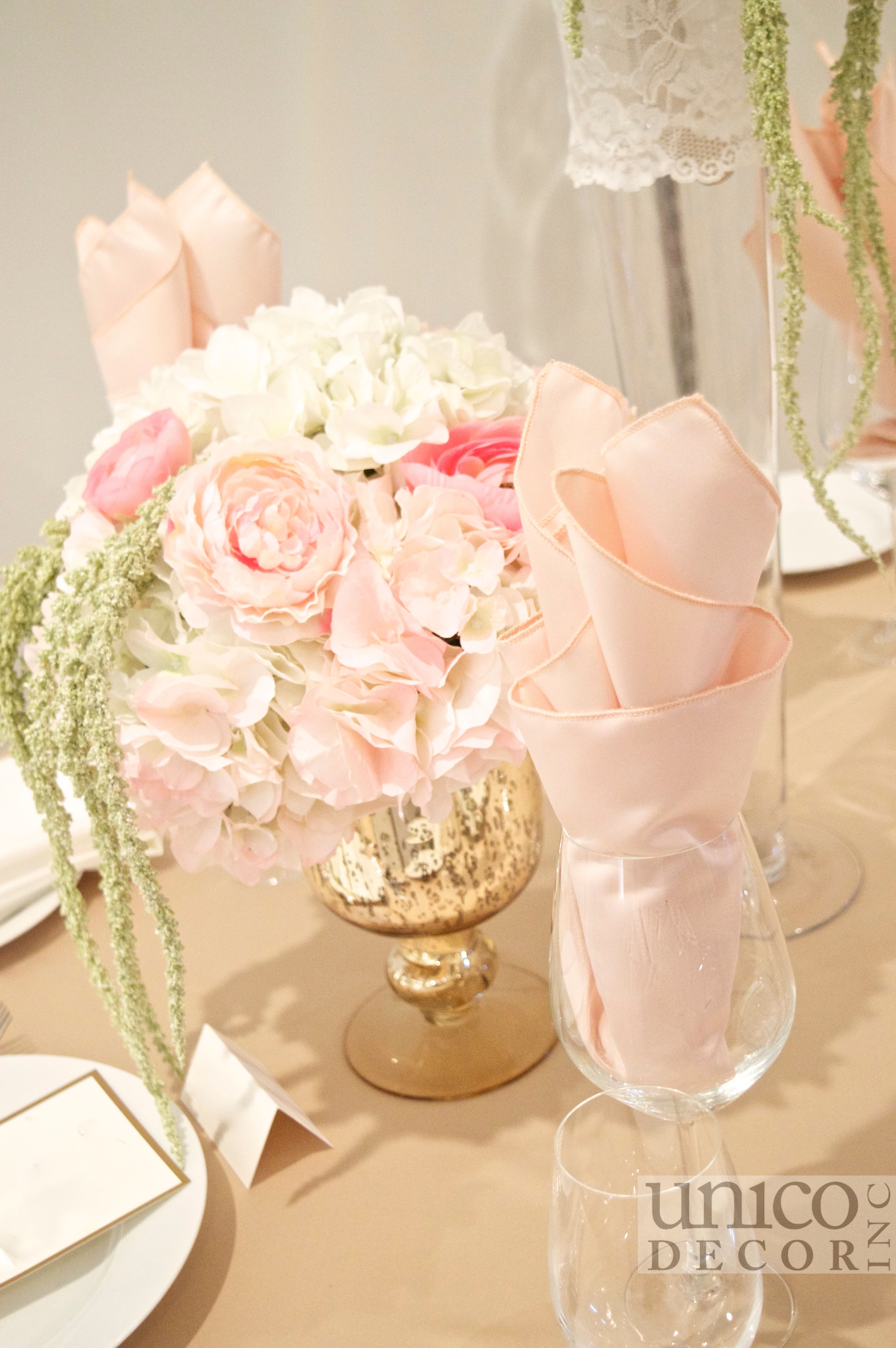 Blush pink wedding centrepiece by Unico Decor Inc.