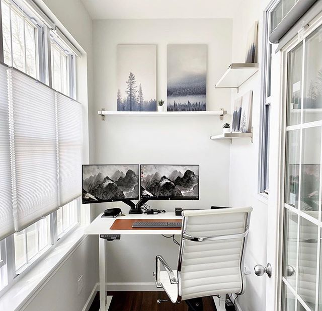 White and clean home office ideas.  Credits: @thedreamsetup . . #indiadesignworld #apartmentinterior  #bespokeinteriors #interiorwork #interiordesignlover #whiteinterior #whitehome #scandinavianinterior #scandinavianhome #myinterior #livingroomdecor #hyggehome #nordicinterior #homeoffice  #designtrends #interiortrends   #officedesign #officefurniture #officespace #workspacedesign #interiorarchitect #interiordesigns #officeinteriordesign