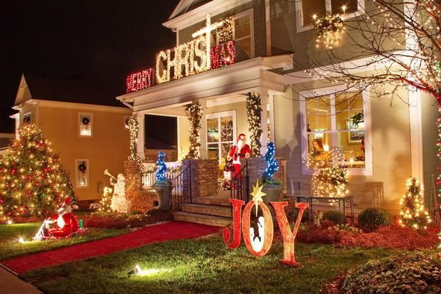 Christmas Town Usa.One Of Many Impressive Homes Decorated In The 2013 Year In