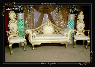 Royal Style Wedding Stage Backdrop Design In Uk For Booking Call Us At 7958 330043 Weddingbackdrops Backdropdesign Weddingstagedecoration
