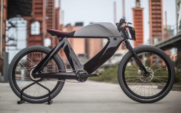 bicicletto le v lo lectrique qui ossille entre cycle et moto muni d 39 un coffre de phares led. Black Bedroom Furniture Sets. Home Design Ideas