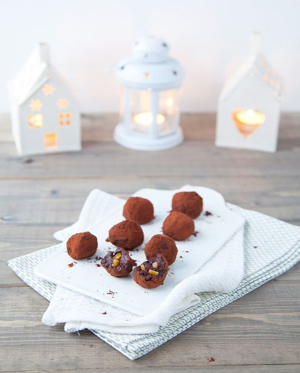 Truffes au chocolat noir aux éclats d'orange confites pour 4 personnes - Recettes Elle à Table