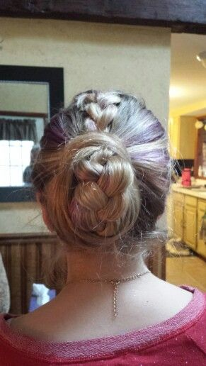 Easy to do hair i will post a tutorial collage later today