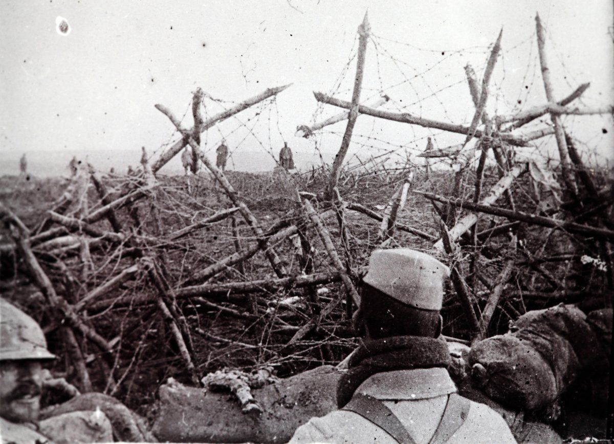 wwi trench warfare Eye-deep in hell: trench warfare in world war i [john ellis] on amazoncom free shipping on qualifying offers millions of men lived in the trenches during world war i.