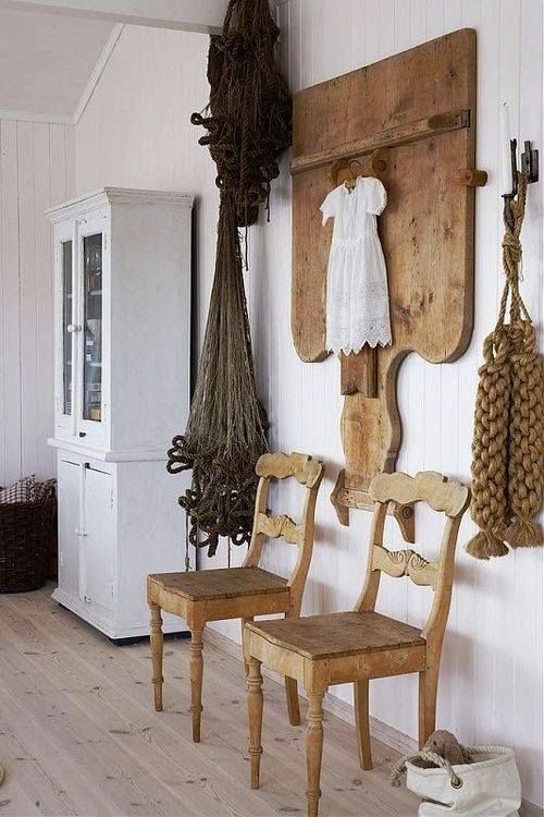 I love all the wood, rope and natural palette here