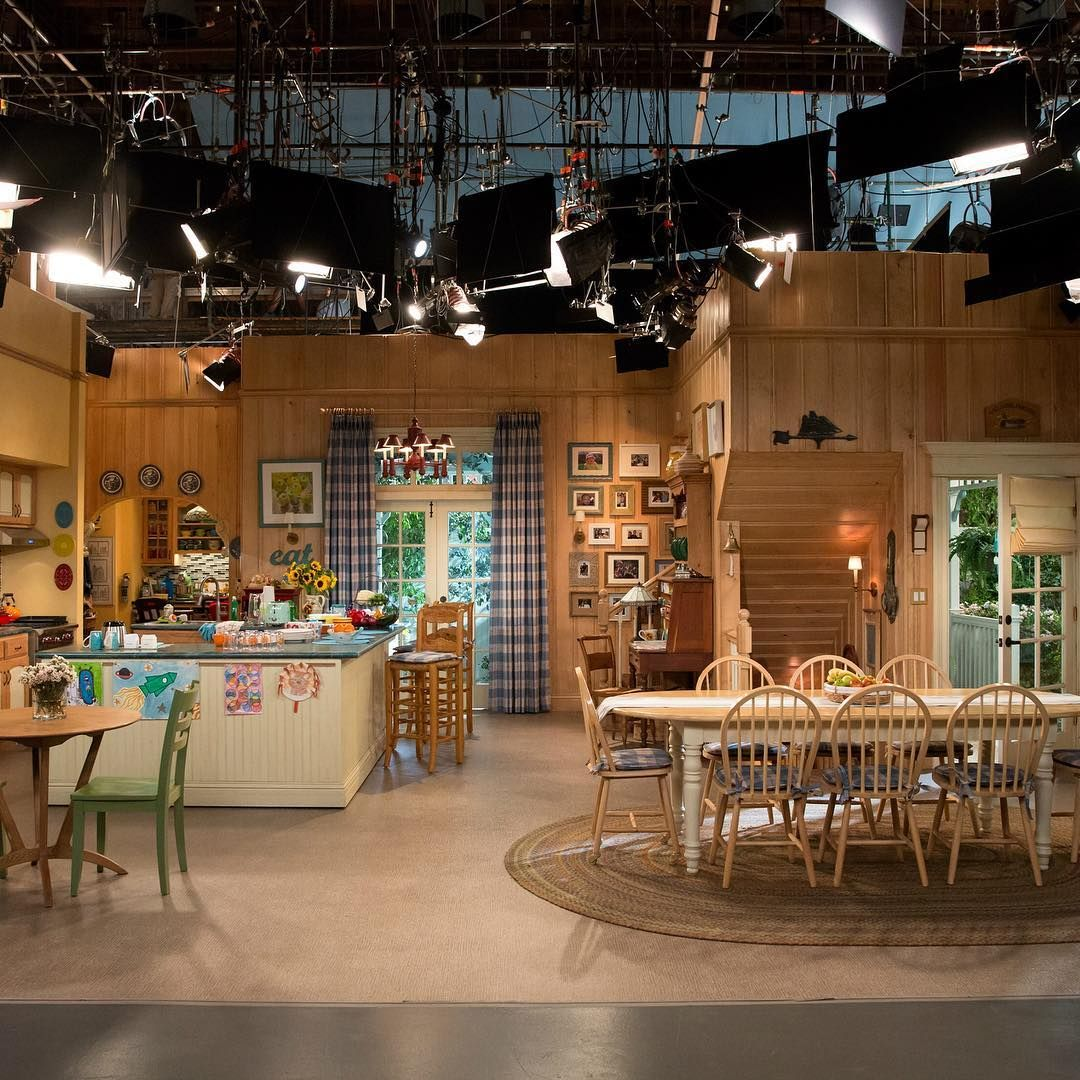 Our Living Room Over The Years: Fuller House Set - Behind The Scenes