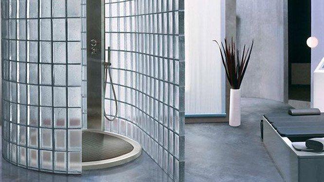 des briques de verre pour sublimer la douche d co home. Black Bedroom Furniture Sets. Home Design Ideas