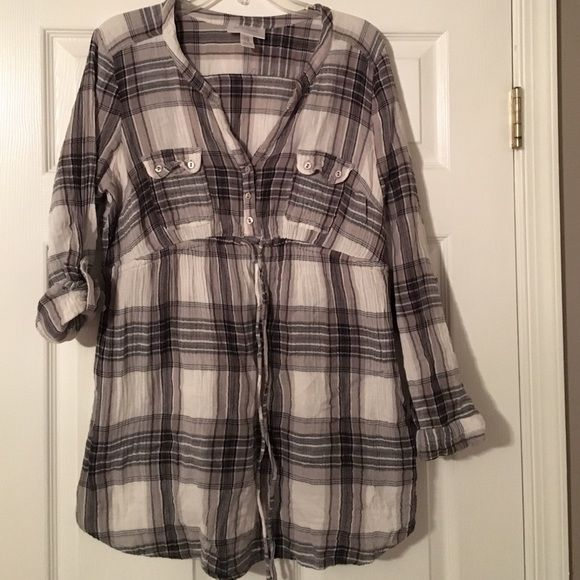Maternity top 100% cotton plaid gray white and black empire waist maternity top. In great condition. Add to a bundle for discount. Motherhood Maternity Tops