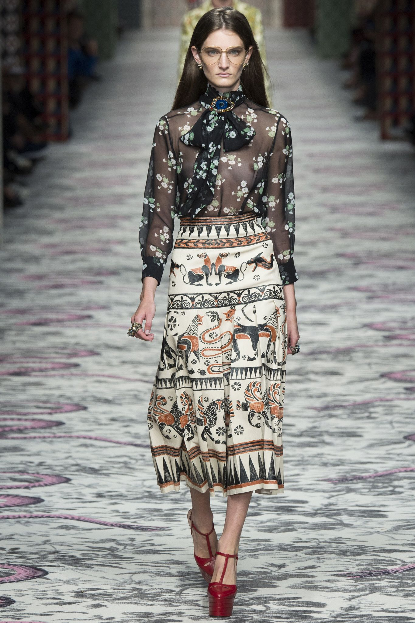 Spring-Summer 2015: beauty images from Gucci, Fendi, Prada shows