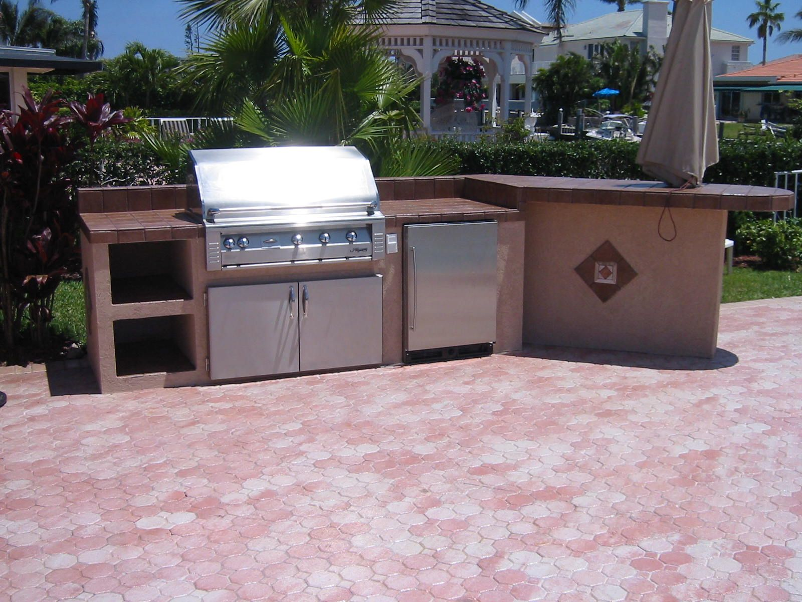 Barbeque picnic built in outdoor grills more outdoor for Outdoor grill island ideas