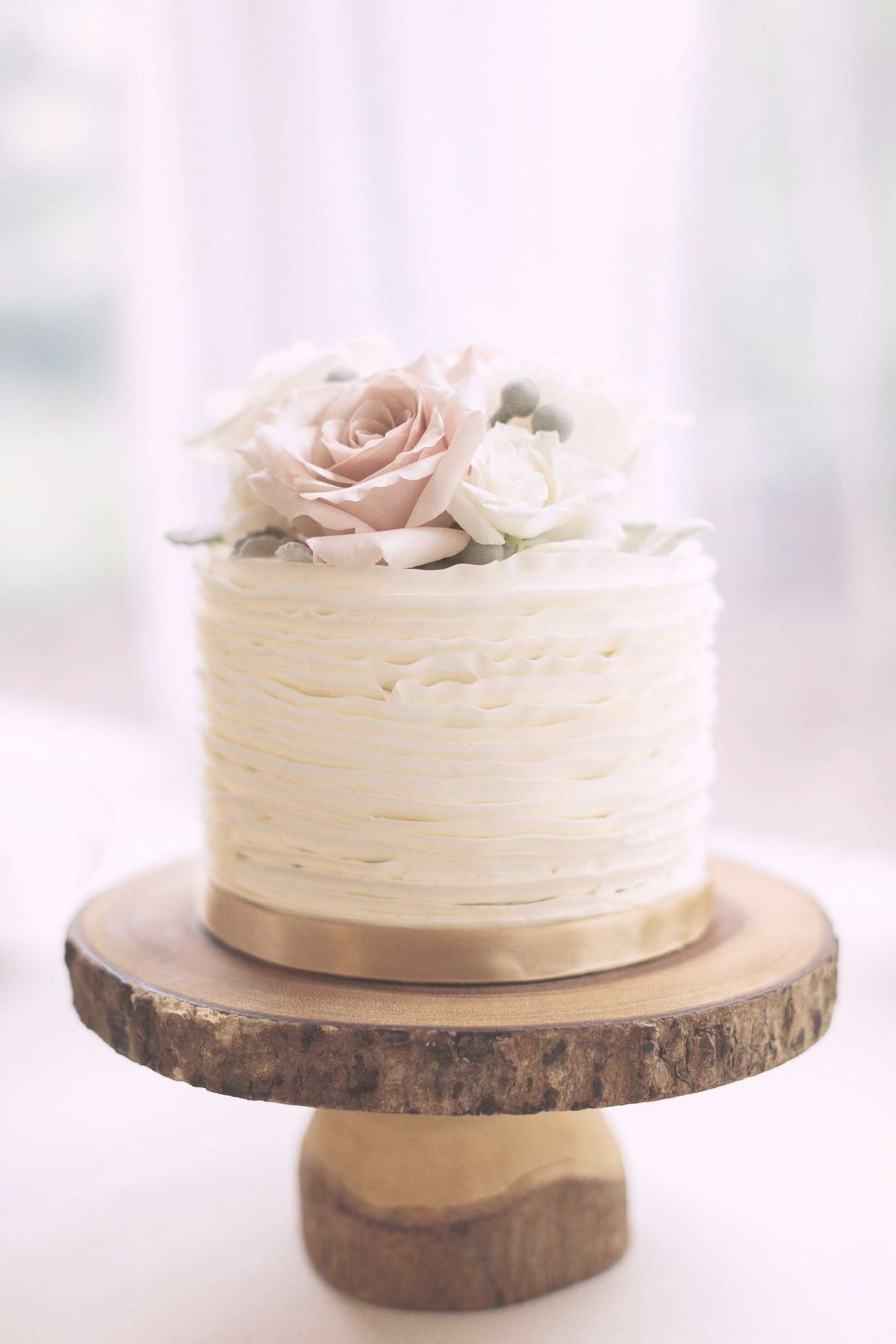 Wedding Cakes Kindly Check This Eye Pleasing Line Up Pin Reference 9709459235 Here Wed Wedding Cake Rustic Simple Wedding Cake Wedding Cakes With Cupcakes