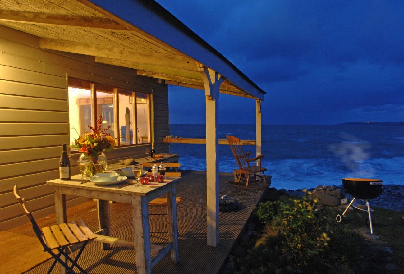 the beach hut in north cornwall luxury seaside beach hut cornwall rh pinterest com