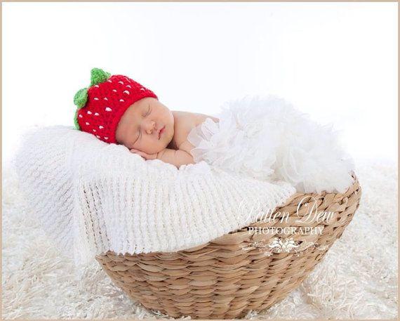 Crochet Strawberry Hat by KaylasKnotsandKnits on Etsy | jessica ...