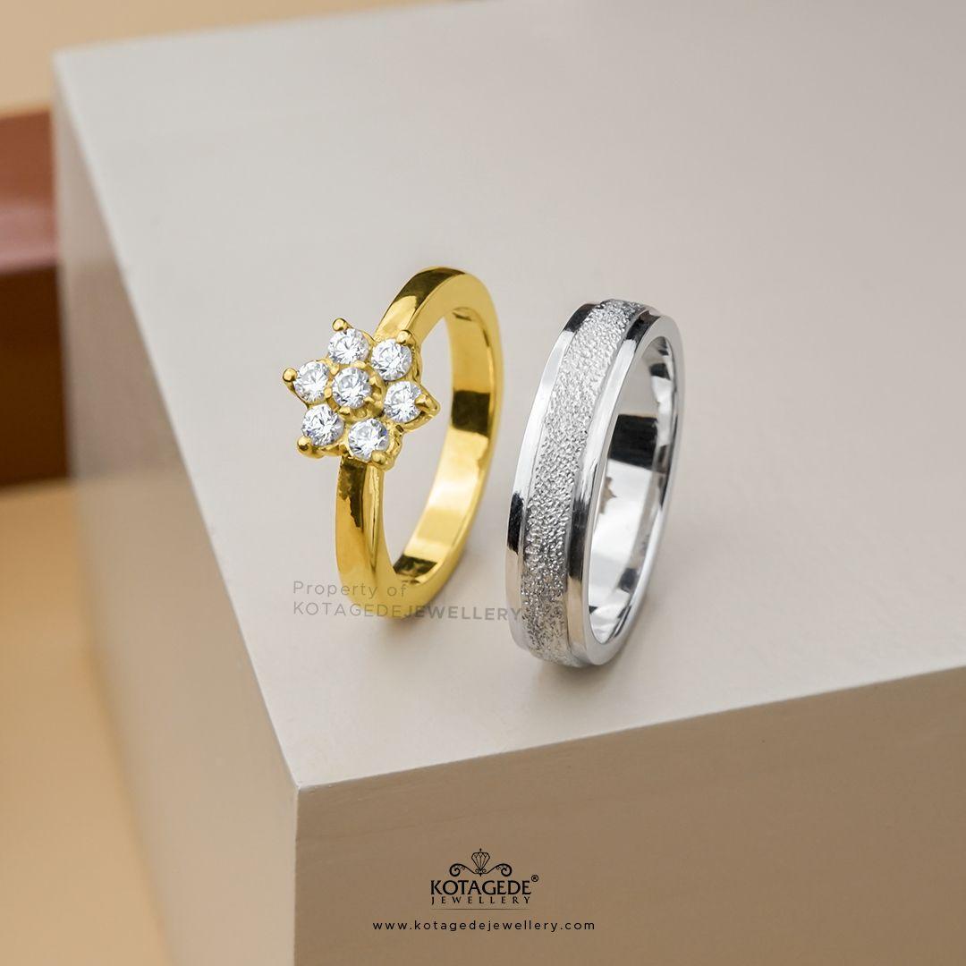 Cincin Kawin Tunangan Bentuk Bunga In 2021 Rose Gold Gold Engagement Rings