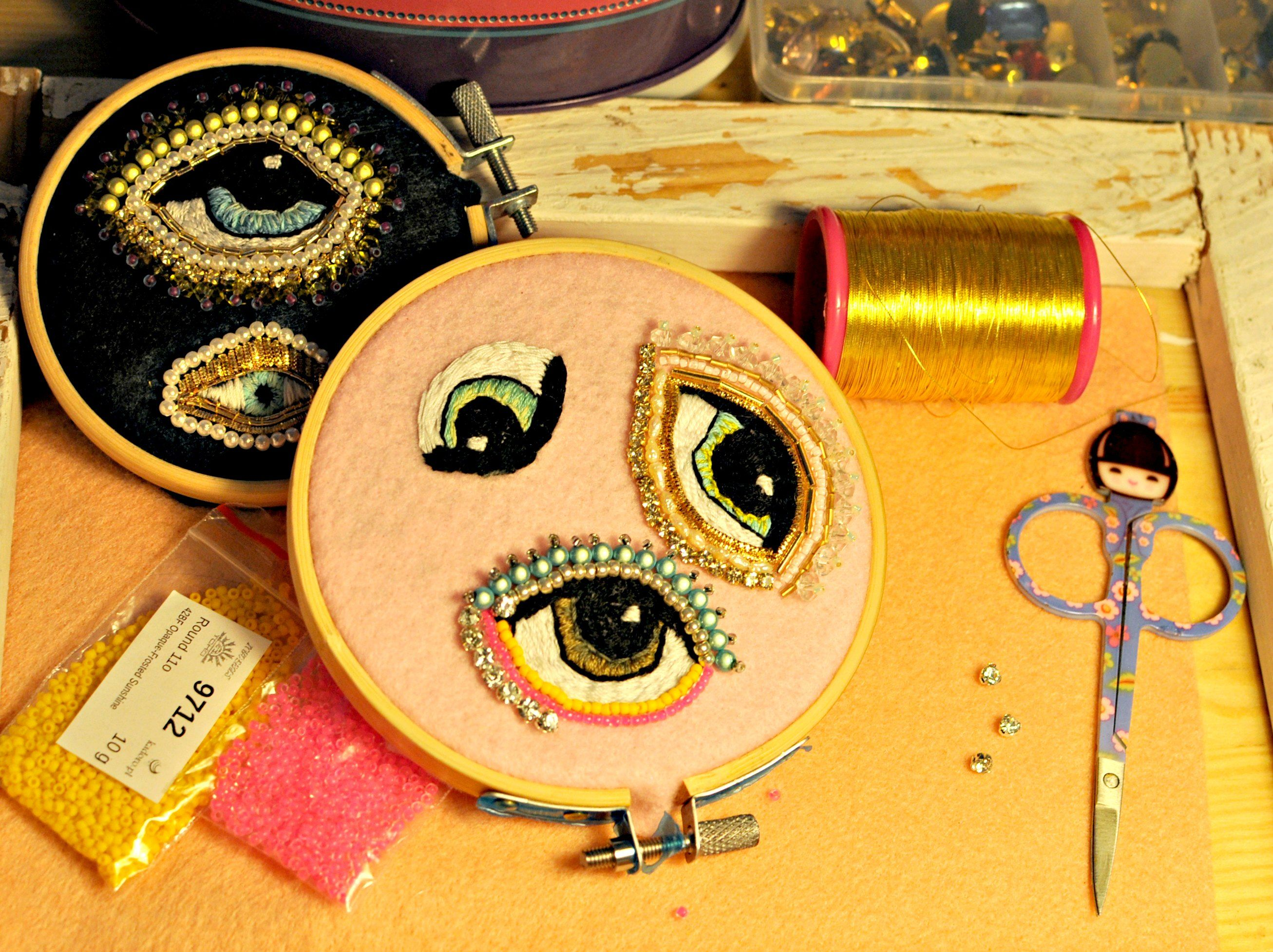 koncept for brooch eye product aneyeforaneyebroochblueglitter