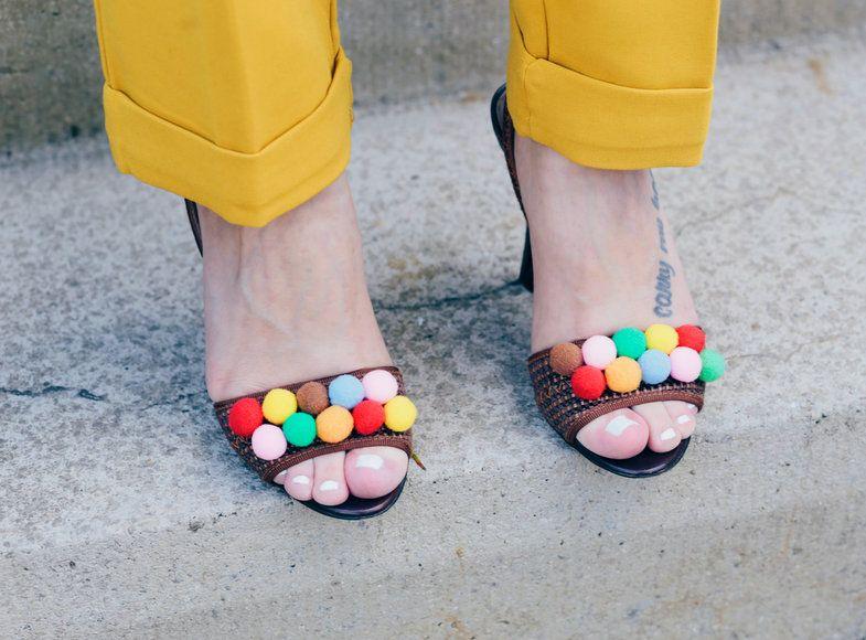 Pompom sandale diy bunte bommel sandalen selbermachen pompom heels pompom sandale diy bunte bommel sandalen selbermachen pompom heels do it yourself blogger solutioingenieria Image collections
