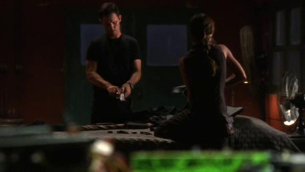 "Burn Notice 2x14 ""Truth and Reconciliation"" - Michael Westen (Jeffrey Donovan) & Fiona Glenanne (Gabrielle Anwar)"