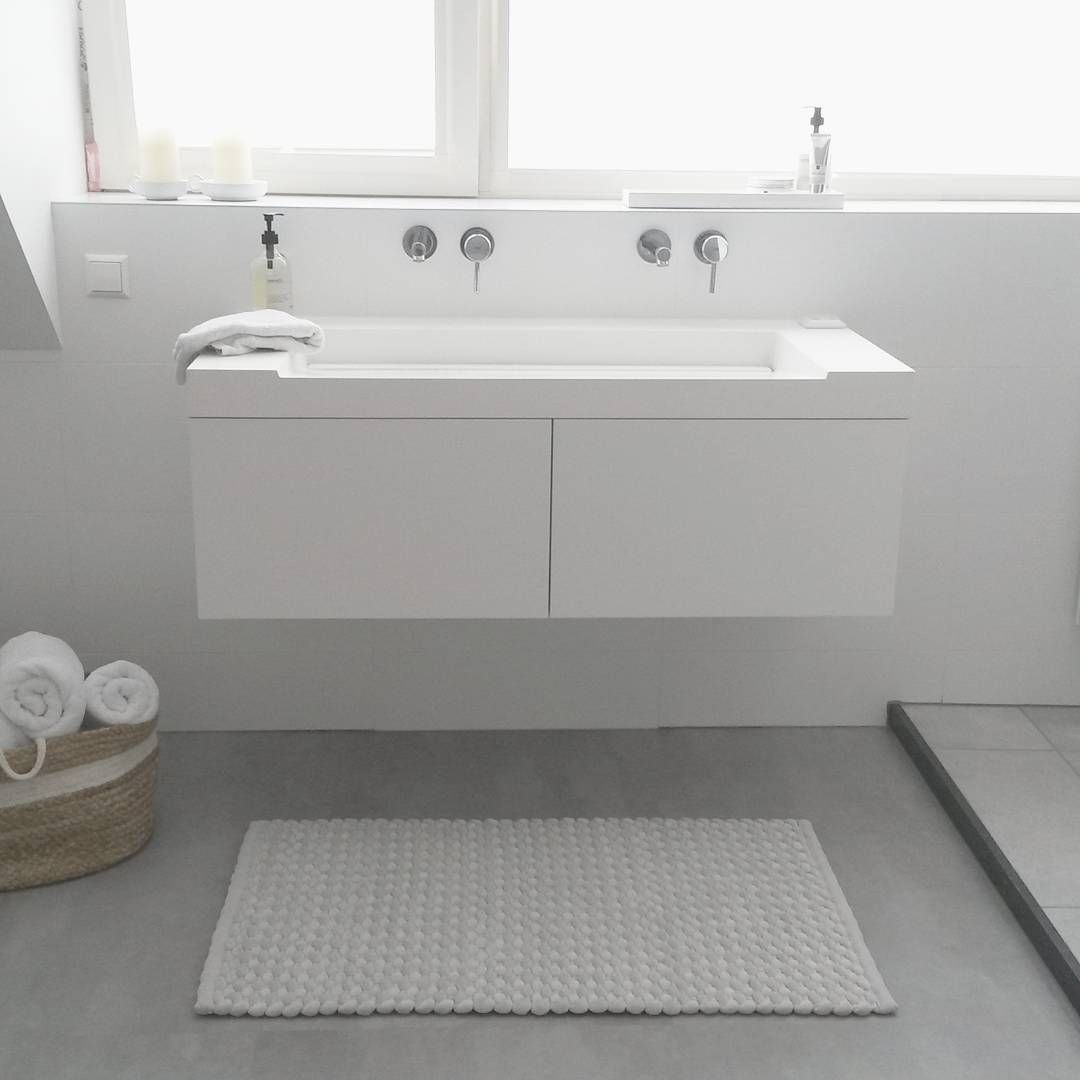 bathroom design all white assenti badmeubel grà he kranen