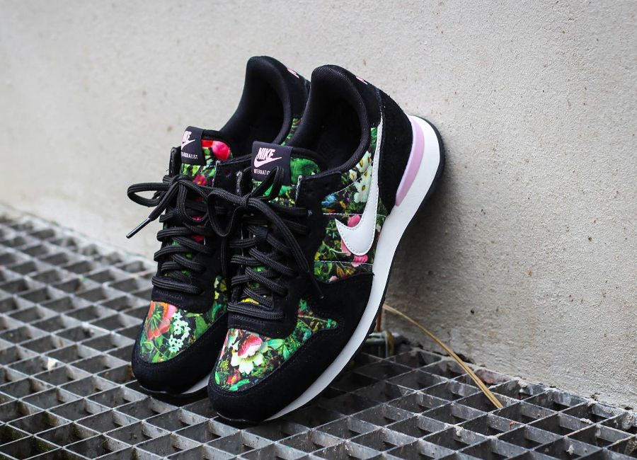release date: d458f bc4a8 Nike Internationalist PRM femme  Floral  Black   Team Red