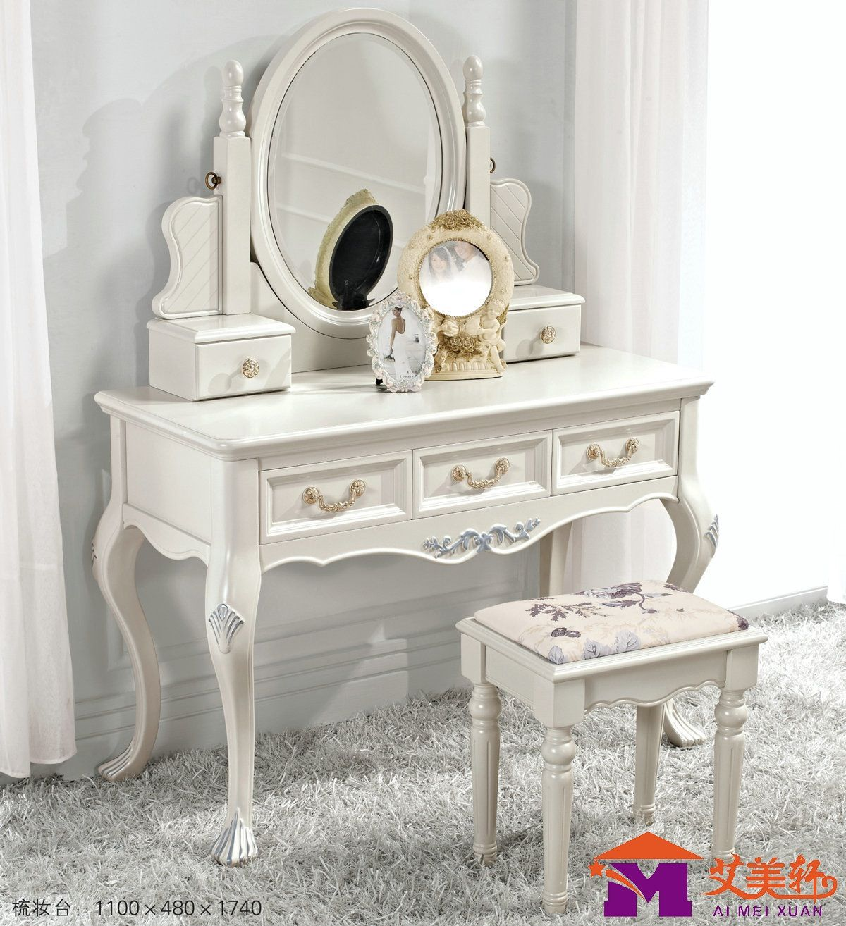 Dressing table classical in white with laurel and shell motifs