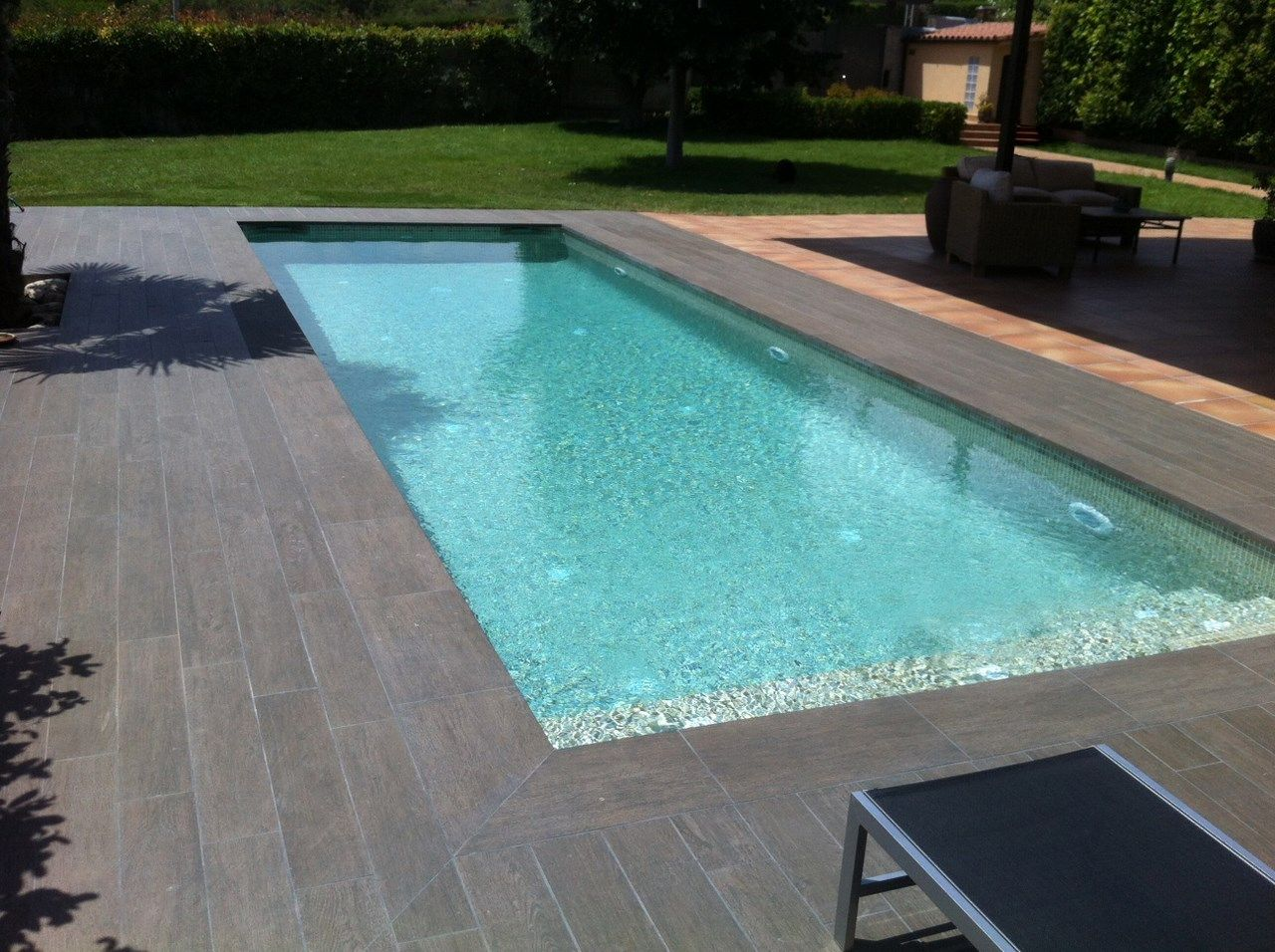 Piscina gres porcelanico madera buscar con google for Borde piscina hormigon